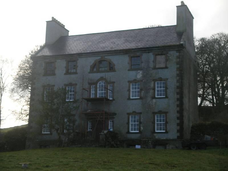 Jeden ze čtyř domů, který vypálení Knockcroghery přežil. Postaven byl už v 18. století, od zničení ho zachránilo to, že měl jako jeden z mála břidlicovou střechu