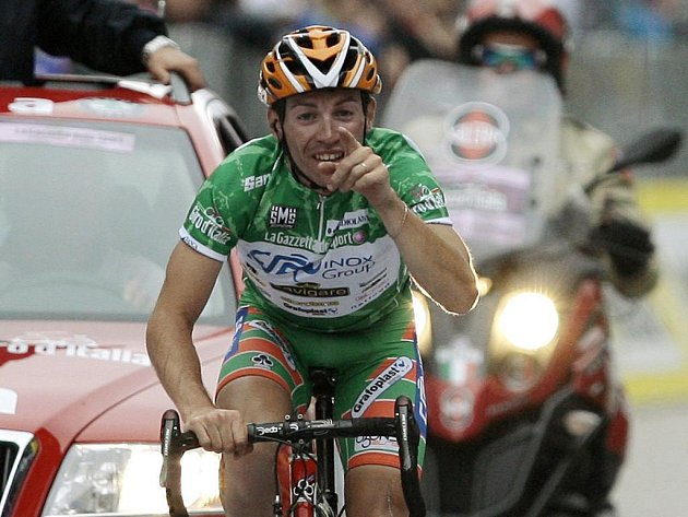 Emanuele Sella v cíli 14. etapy Giro d`Italia.