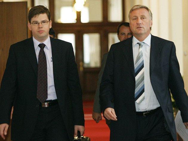 Ministr spravedlnosti Jiří Pospíšil (vlevo) a premiér Mirek Topolánek.