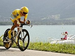 Alberto Contador trošku překvapivě zvládl časovku nejrychleji ze všech.