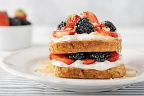 Zdravý francouzský toust se skyrem a lesním ovocem
