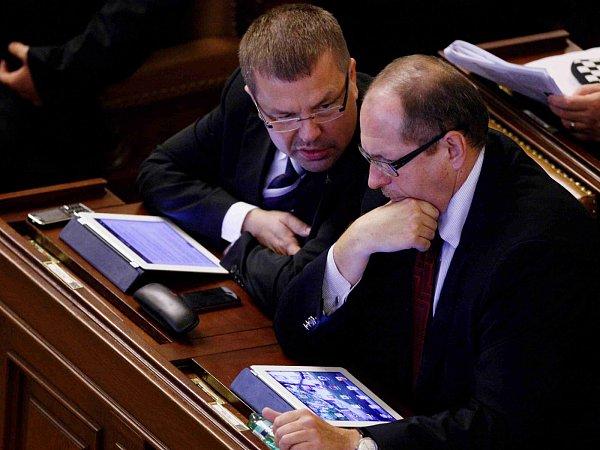 Petr Tluchoř a Ivan Fuksa ve Sněmovně