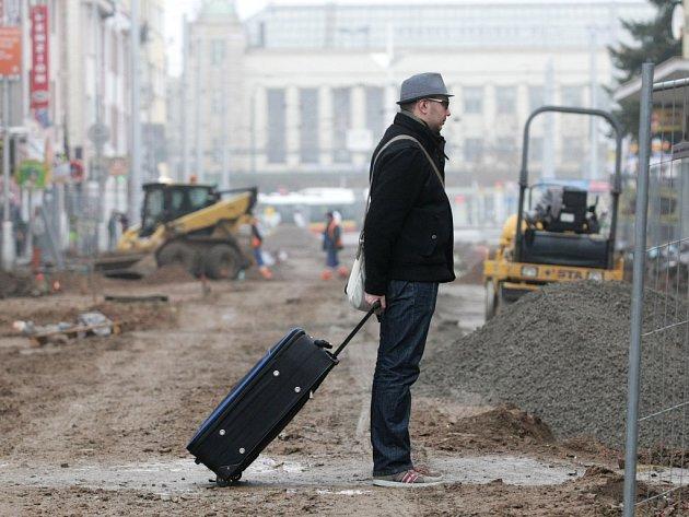 Rekonstrukce ulice S.K.Neumanna komplikuje život cestujícím mířícím na hlavní nádraží a autobusový terminál, i obchodníkům kteří přicházejí o tržby.