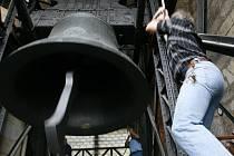 Zikmund je ve své kategorii pohyblivých zvonů v závěsu dvaadvacátý největší zvon na světě a největší v Česku, v největším průměru má 260 cm, vysoký je 203 cm.