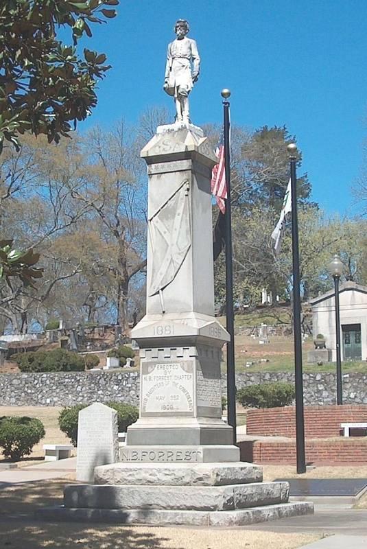 V městech bývalého Jihu se i léta po skončení občanské války nacházely sochy konfederačních velitelů. Mnoho z památníků zmizelo při protestech hnutí Black Lives Matter. Jedna ze soch Nathana Bedforda Forresta stále stojí v městě Rome ve státě Georgia.