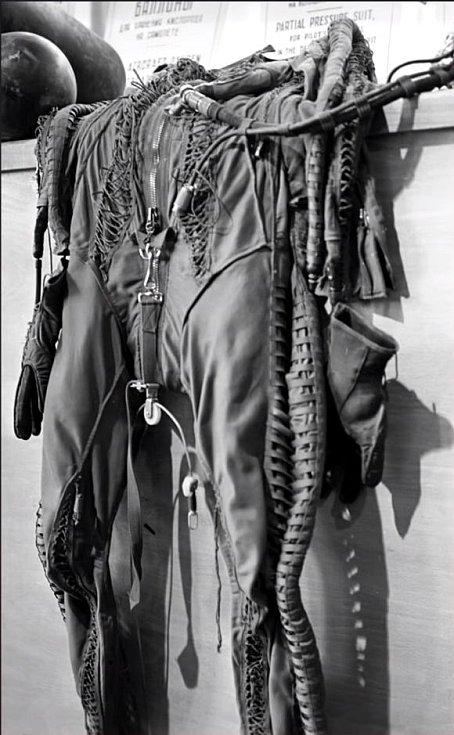 Tlakový oblek Francise Garyho Powerse, který se po pilotově zatčení dostal do rukou sovětských orgánů