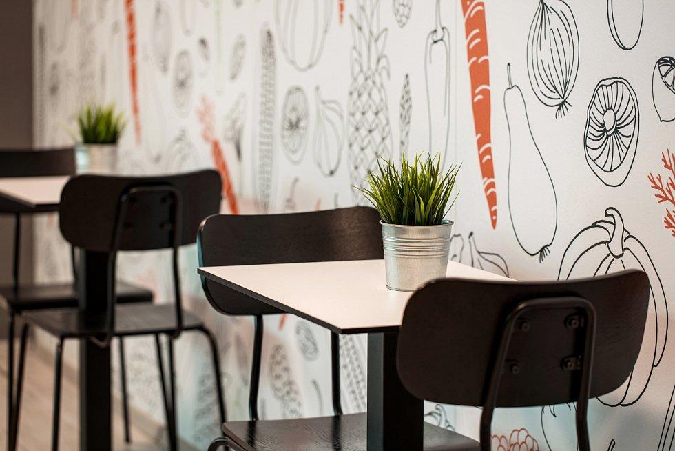 Také interiér Restaurace Vegg-Go v Praze-Smíchově navrhli architekti z Archicraft.