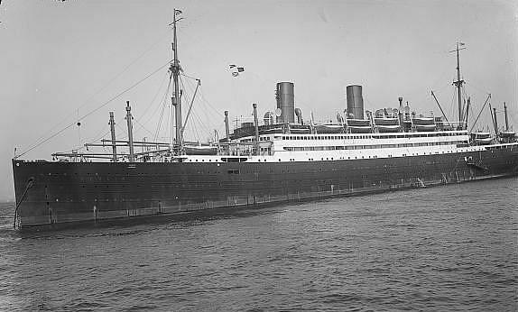 Parník byl vyroben původně v Německu, jeho první název zněl Berlin III