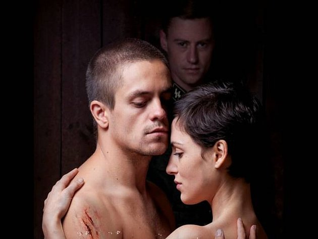 DRAMA ZA OSTNATYM PLOTEM. Ve filmové Colette dostal náročnou roli Villyho Jiří Mádl. Dále hraje Clémence Thioly  a Erik Bouwer.
