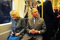 Britský princ Charles se po 33 letech svezl metrem