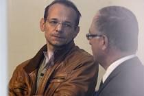 Zpravodajec vojenské tajné služby Jan Pohůnek (vlevo) se svým advokátem.