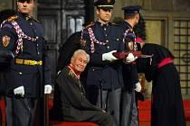 28. října 2011 dostal Jan Velík od prezidenta Klause Řád Bílého lva.