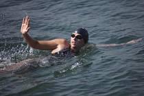 Australská extrémní plavkyně Chloë McCardelová