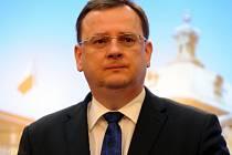 Premiér Petr Nečas na tiskové konferenci v Praze po mimořádném zasedání tripartity.