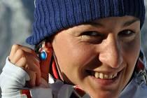 """Biatlonistka Veronika Vítková s náušnicemi, které si české reprezentantky nechaly vyrobit """"pro štěstí"""" na olympijské hry v Soči."""