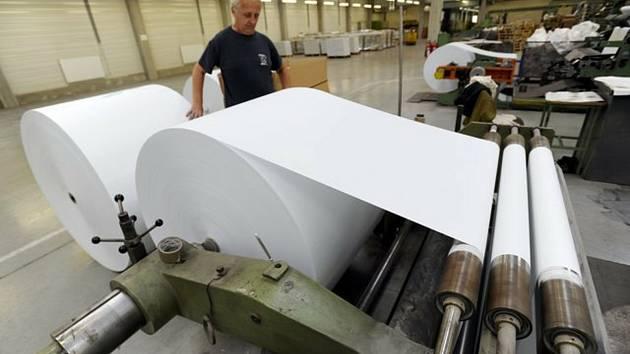 Papírny, výroba papíru - ilustrační foto