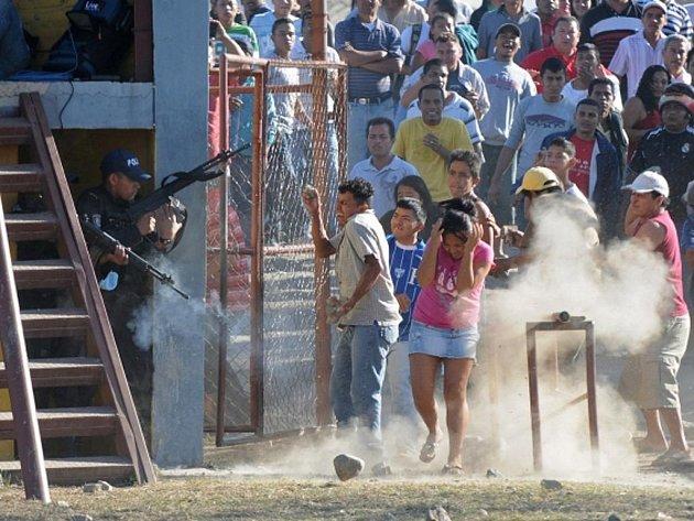 V honduraské věznici ve středu uhořelo více než 350 lidí.