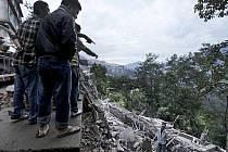 Záchranářské týmy i armádní jednotky se hekticky snaží dostat do oblastí v Himálaji zasažených nedělním mohutným zemětřesením.
