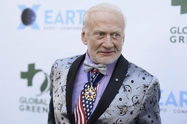Bývalý americký astronaut Buzz Aldrin, který jako druhý vstoupil na povrch Měsíce