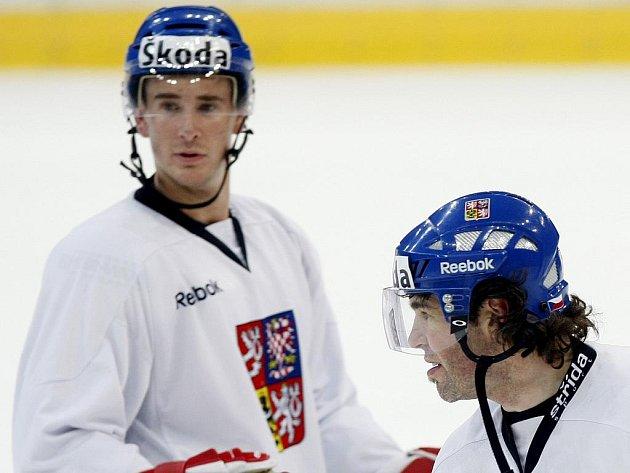 Opory české reprezentace a v Kontinentální lize Omsku Roman Červenka (vlevo) a Jaromír Jágr.