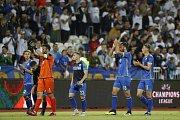 Hráči kosovské reprezentace děkuji zaplněným tribunám za jejich podporu.