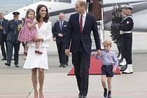 Královská rodina přiletěla do Polska