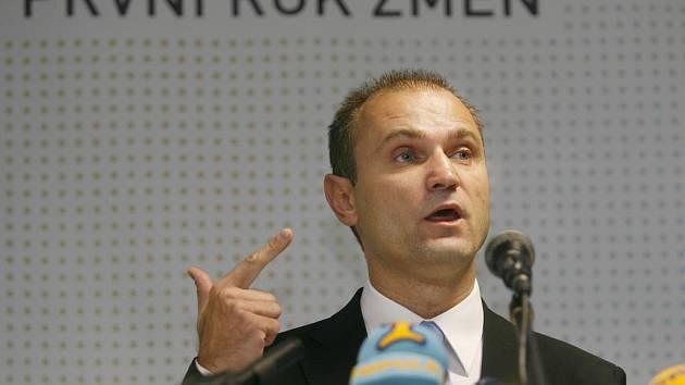 Ivan langer na tiskové konferenci.