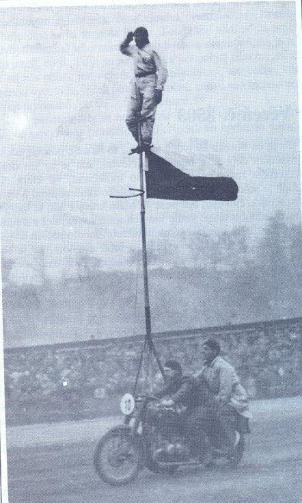 Akrobacie a gymnastika byla velkou vášní Milo Komínka