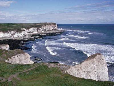 Půdní eroze, častější bouře a hlavně zvyšující se hladina moře stále dramatičtěji narušují pobřeží ve východní části britských ostrovů.