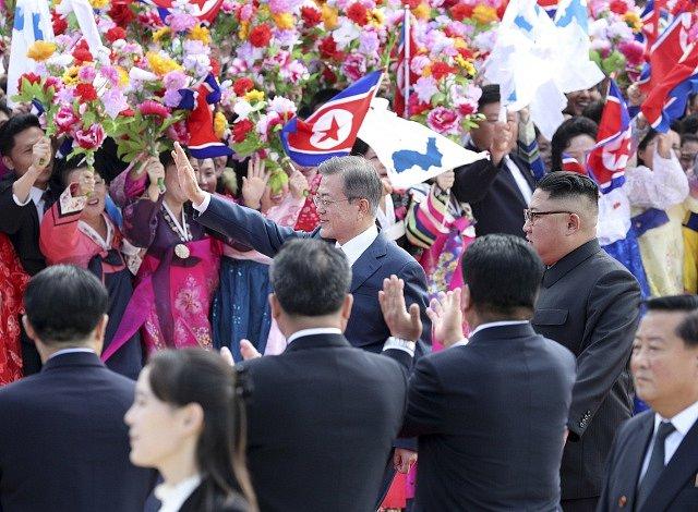 Jihokorejský prezident Mun Če-in a severokorejský vůdce Kim Čong-un na setkání v Pchjongjangu