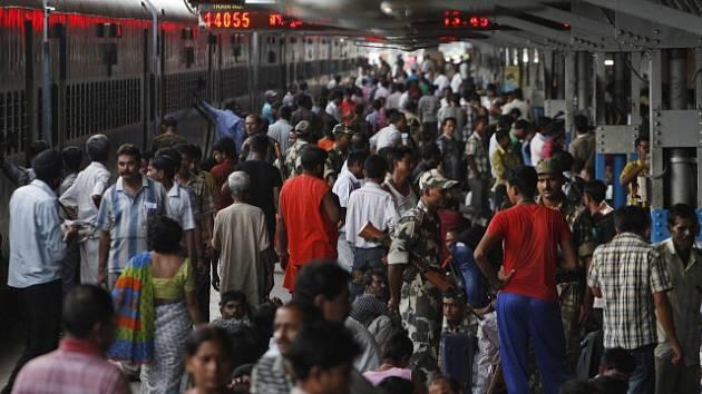 Nástupištěm v Bombaji projdou statisíce lidí