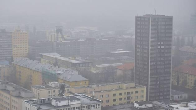Znečištěné ovzduší nad Ostravou. Ilustrační snímek