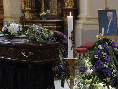 Poslední rozloučení se světově uznávaným pianistou Ivanem Moravcem 4. srpna v pražském Břevnovském klášteře. Zemřel 27. července ve věku 84 let.