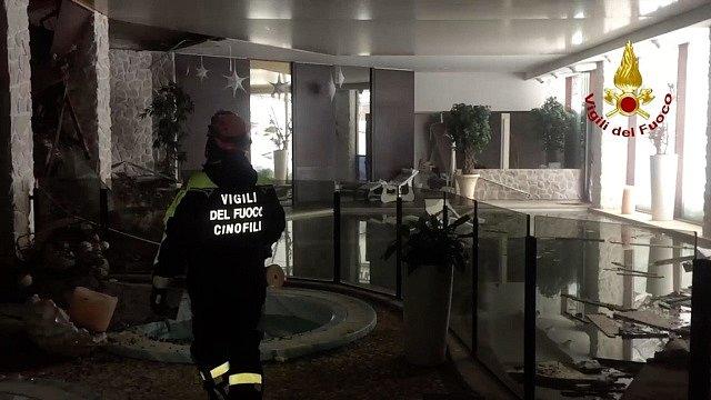 Situace v hotelu po pádu laviny.