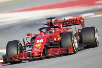 Pilot stáje Ferrari Charles Leclerc během testů na okruhu Montmelo v Barceloně na snímku z 19. února 2020.