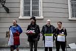 Hlasování o důvěře vlády Andreje Babiše 11. července v Poslanecké sněmovně v Praze. Protest před budovou Sněmovny.