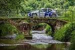 Rally Bohemia, pátý závod seriálu Mistrovství České republiky v rally, pokračovala 2. července. Na snímkuŠtěpán Vojtěch a spolujzedec Michal Ernst s vozem Peugeot 206 WRC na deváté rychlostní zkoušce - Radostín.