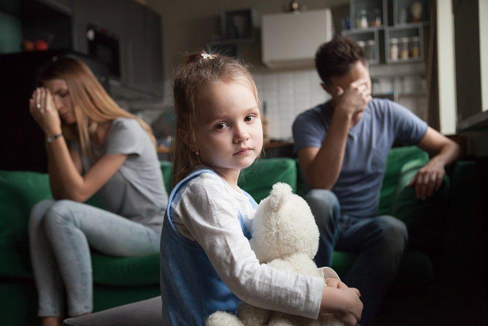 Izolace často vede ke konfliktům, ani hádky mezi rodiči jeho psychice nepomáhají.