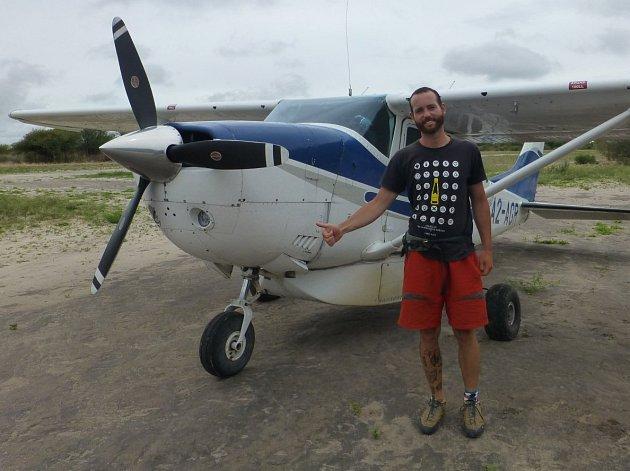 Stopnout si letadlo je jednoduché. Nevíte jak? Podívejte se na video.