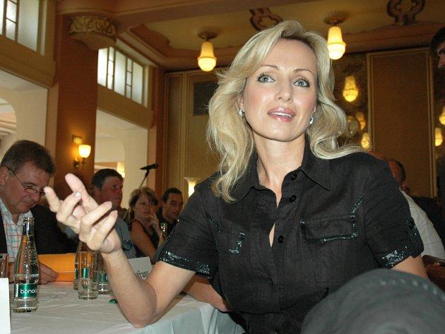 Teplický okresní výbor ČSSD zvolil jako číslo 1 na kandidátce do Poslanecké sněmovny herečku a zpěvačku Kateřinu Brožovou.