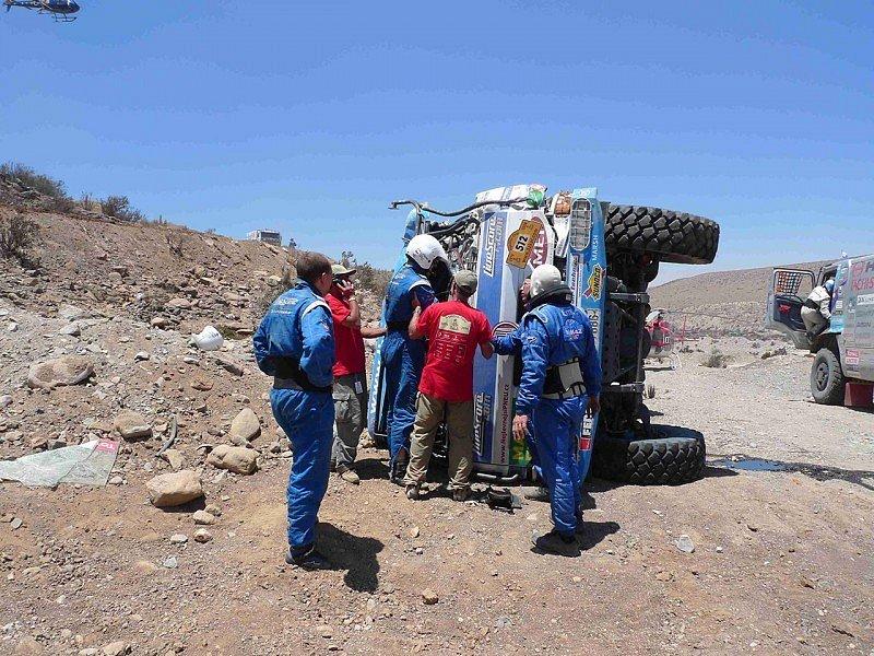 Havarovaný kamion Tatra Tomáše Tomečka, Dakar 2009 pro něj skončil.