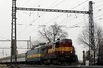 Některé spoje měly kvůli tomu až pětihodinové zpoždění. V tomto úseku dieslové lokomotivy protahovaly ostatní elektrické soupravy.