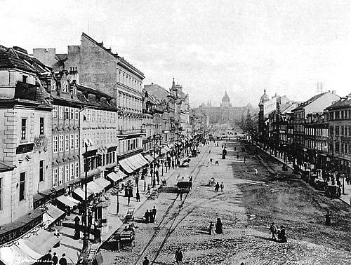 Václavské náměstí koncem 19. století, pohled od Můstku, dobová pohlednice