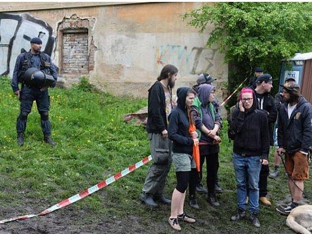 Jeden zadržený ze squatu Cibulka dostal ve zkráceném soudním řízení dvouměsíční podmíněný trest. Proti rozhodnutí podal odpor, případ se bude řešit v hlavním líčení. Ilustrační foto.