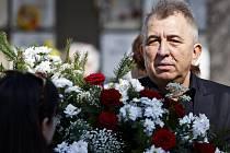 Lidé se mohli naposledy rozloučit s režisérkou Věrou Chytilovou. (na snímku Fero Fenič).