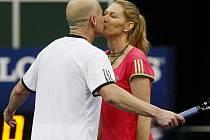 Slavný tenisový pár Andre Agassi a Steffi Grafová na exhibici v Praze.