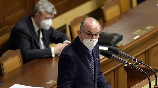 Ministr zdravotnictví Jan Blatný (za ANO) hovoří 19. listopadu 2020 v Praze na schůzi Sněmovny k prodloužení nouzového stavu.