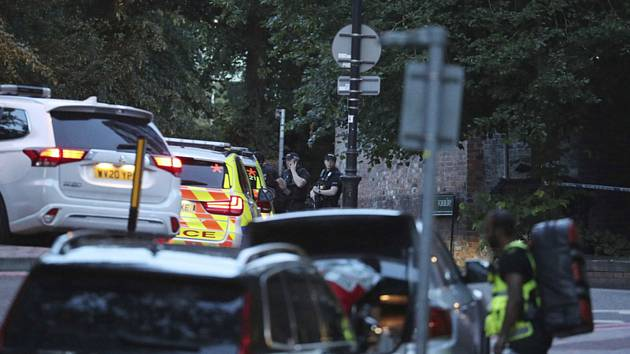 Policie u parku Forbury Gardens v anglickém Readingu, kde došlo k útoku nožem s oběťmi na životech
