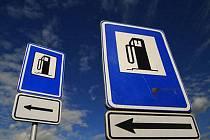 Ceny pohonných hmot u čerpacích stanic v Česku v uplynulém týdnu mírně klesly. Benzin Natural 95 zlevnil v průměru o devět haléřů na 34,86 koruny za litr. Cena nafty se snížila o osm haléřů na 34,08 Kč/l.