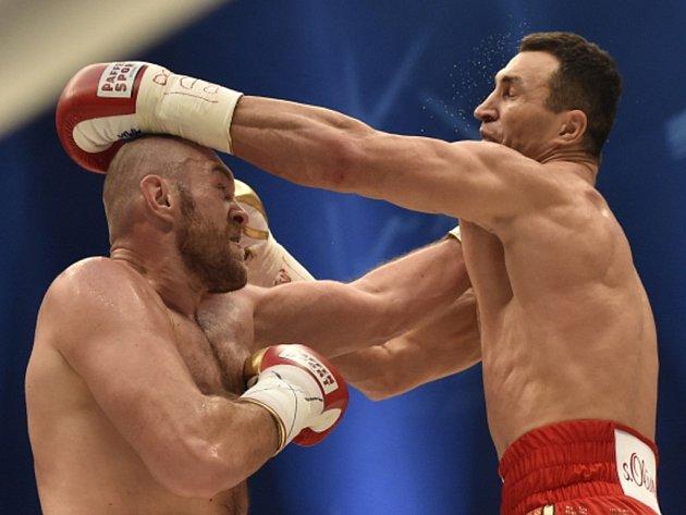 Tyson Fury (vlevo) a Vladimir Kličko.